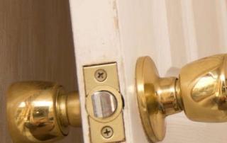 como instalar puerta